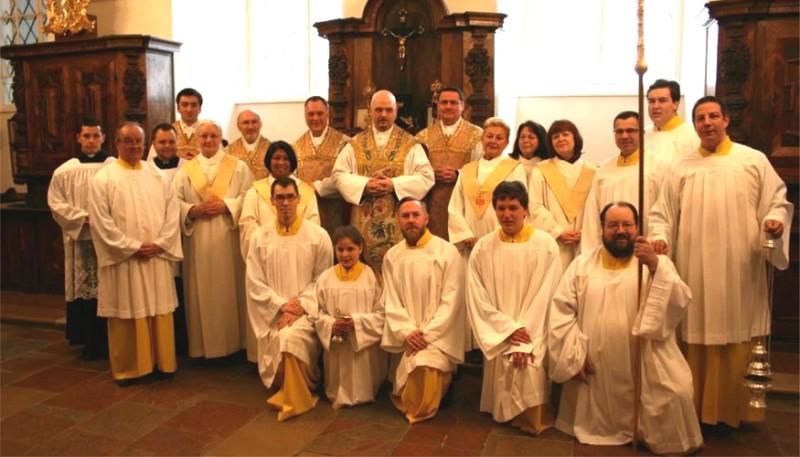 Ministranten nach dem Osterhochamt in der Sakristei | © Augustiner Wien